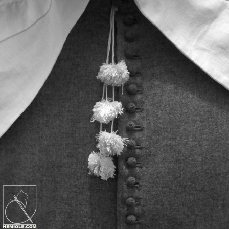 13-detail-pompons-boutonnieres-01.JPG